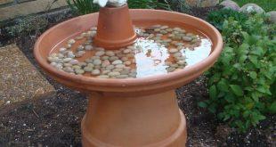Einfaches und günstiges Vogelbad, ich versuche jedes Jahr eines davon in meinen...