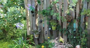 Sichtschutz aus Holzresten